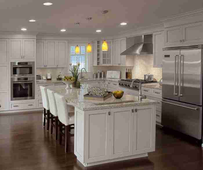 UltraCraft Cabinetry Painted Kitchen Cabinet in Alabaster