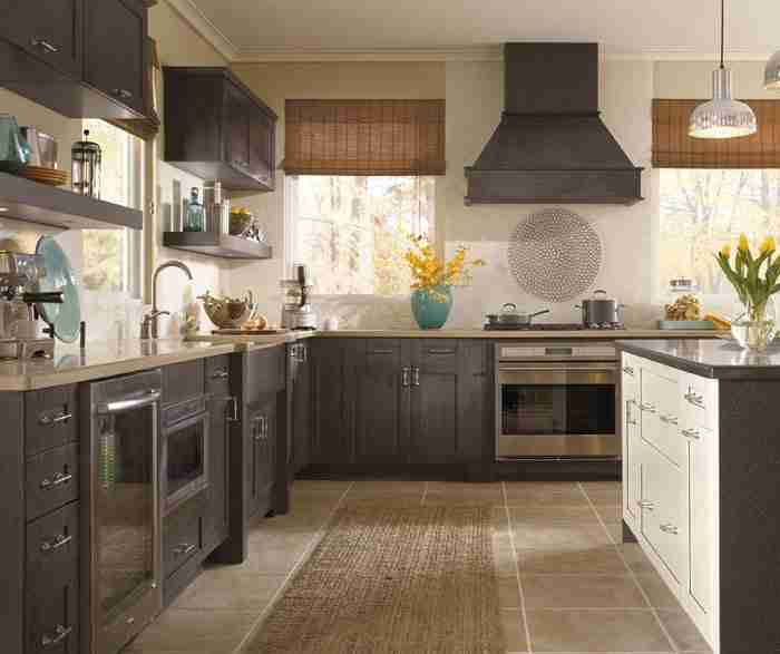 Shaker style cabinets in casual kitchen